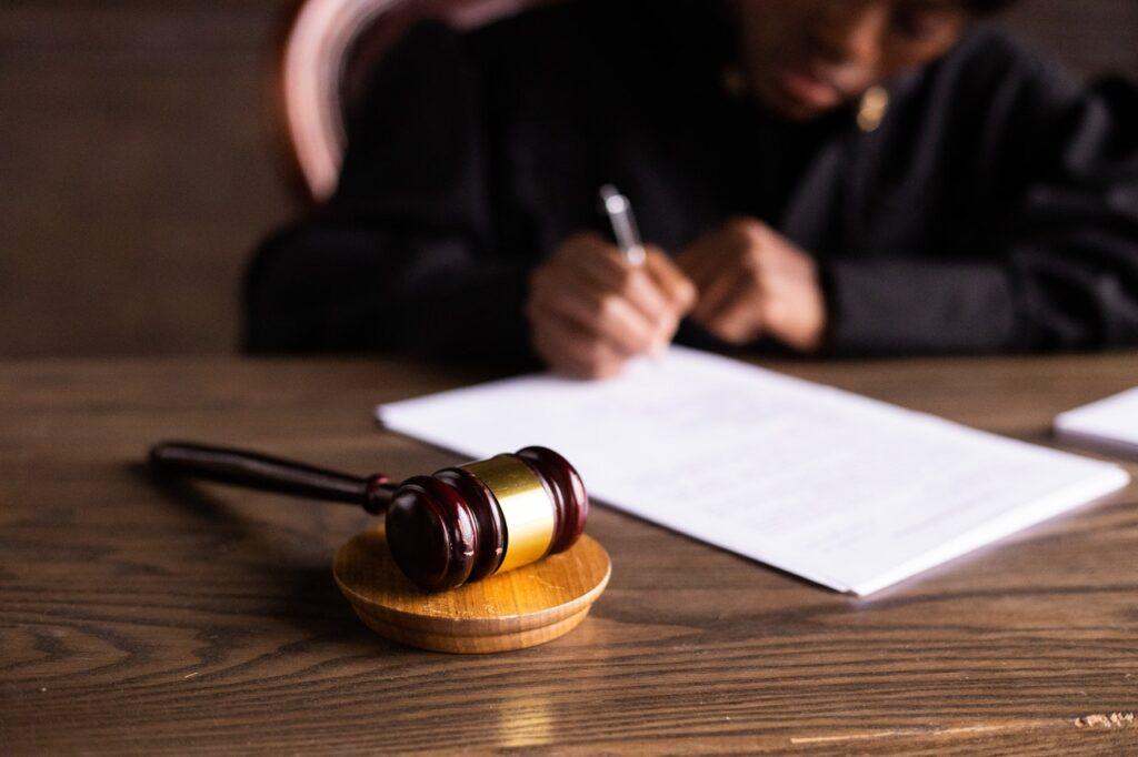¿Cómo lograr trabajar en poder judicial? ¿Qué es el derecho penal?